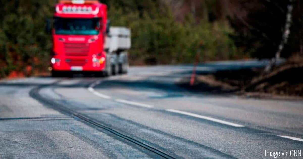 Electrified Roads in Sweden Charge Cars As They Drive