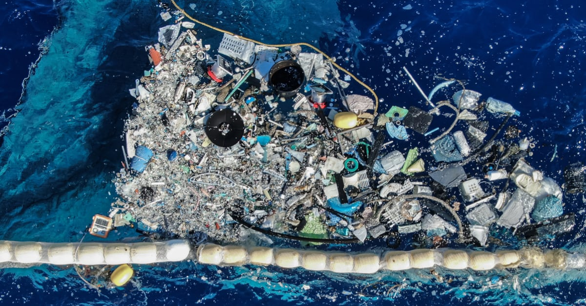 ocean cleanup traps plastic in the great pacific garbage patch